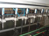 新型小包装八头食用油灌装机的灌装头